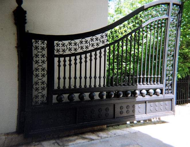 large iron gate - mediterrania iron